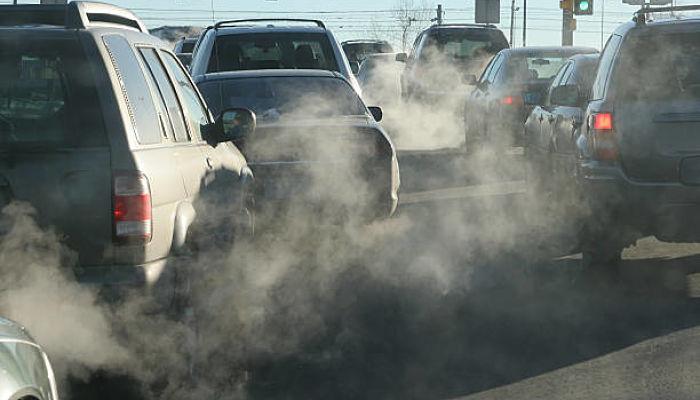 Cómo Bajar el CO2 de un Coche de Gasolina